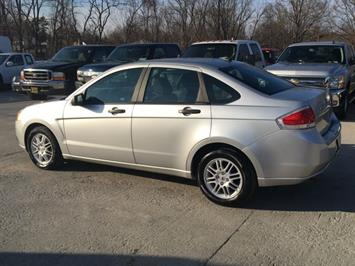 2010 Ford Focus SE - Photo 4 - Cincinnati, OH 45255