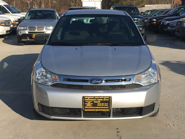 2010 Ford Focus SE - Photo 2 - Cincinnati, OH 45255