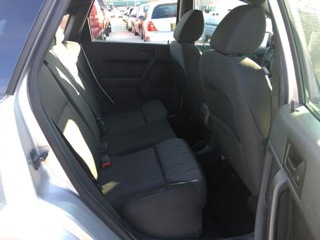 2010 Ford Focus SE - Photo 9 - Cincinnati, OH 45255