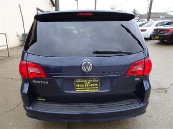 2009 Volkswagen Routan SE - Photo 4 - Cincinnati, OH 45255
