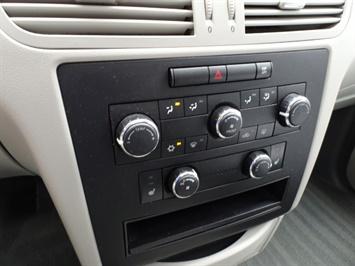 2009 Volkswagen Routan SE - Photo 20 - Cincinnati, OH 45255