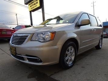 2012 Chrysler Town & Country Touring - Photo 10 - Cincinnati, OH 45255