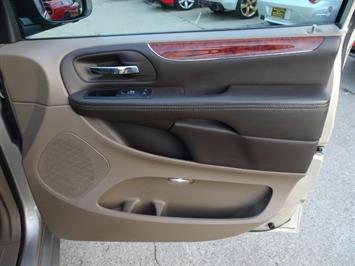 2012 Chrysler Town & Country Touring - Photo 25 - Cincinnati, OH 45255