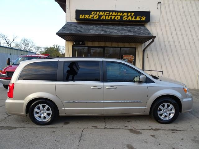 2012 Chrysler Town & Country Touring - Photo 3 - Cincinnati, OH 45255