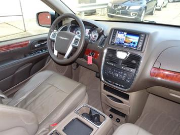 2012 Chrysler Town & Country Touring - Photo 13 - Cincinnati, OH 45255