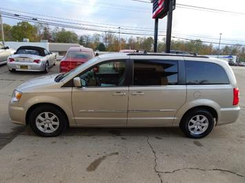 2012 Chrysler Town & Country Touring - Photo 12 - Cincinnati, OH 45255