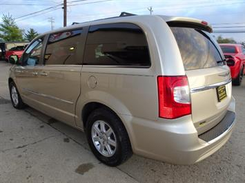 2012 Chrysler Town & Country Touring - Photo 11 - Cincinnati, OH 45255