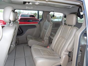 2012 Chrysler Town & Country Touring - Photo 8 - Cincinnati, OH 45255