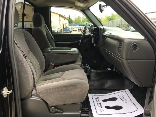 2006 Chevrolet Silverado 1500 LS 2dr Regular Cab - Photo 8 - Cincinnati, OH 45255