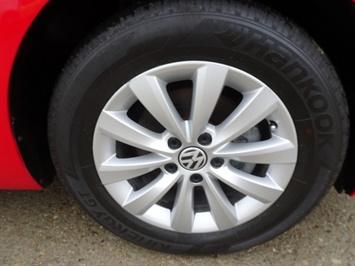 2015 Volkswagen Beetle-Classic 1.8T Classic PZEV - Photo 32 - Cincinnati, OH 45255