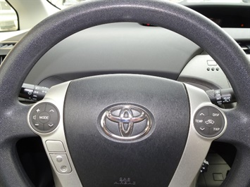 2014 Toyota Prius Two - Photo 15 - Cincinnati, OH 45255
