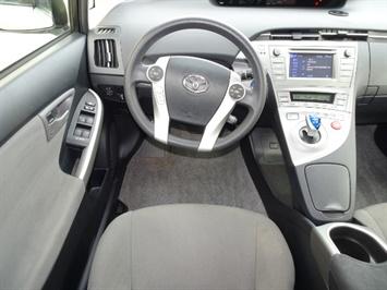 2014 Toyota Prius Two - Photo 6 - Cincinnati, OH 45255