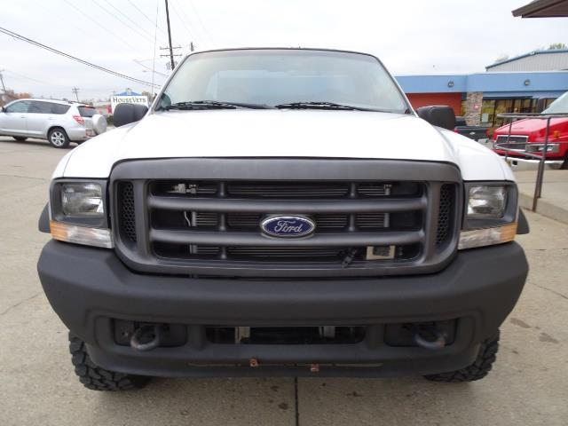 2004 Ford F-250 Super Duty XLT 2dr Standard Cab - Photo 2 - Cincinnati, OH 45255