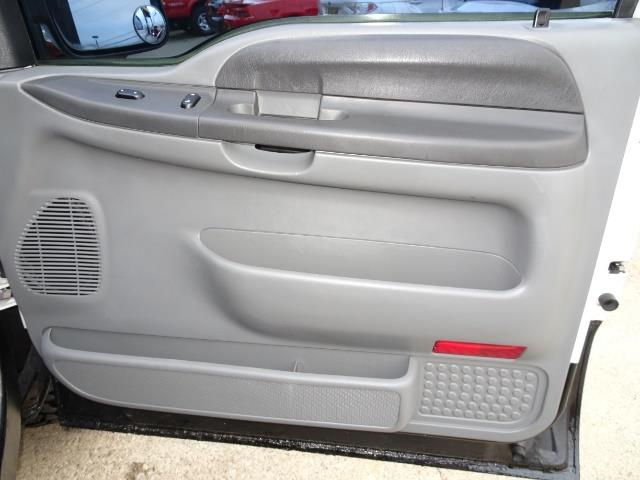 2004 Ford F-250 Super Duty XLT 2dr Standard Cab - Photo 23 - Cincinnati, OH 45255