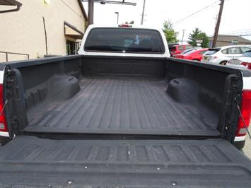 2004 Ford F-250 Super Duty XLT 2dr Standard Cab - Photo 26 - Cincinnati, OH 45255