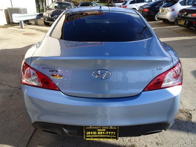 2010 Hyundai Genesis 3.8 - Photo 4 - Cincinnati, OH 45255