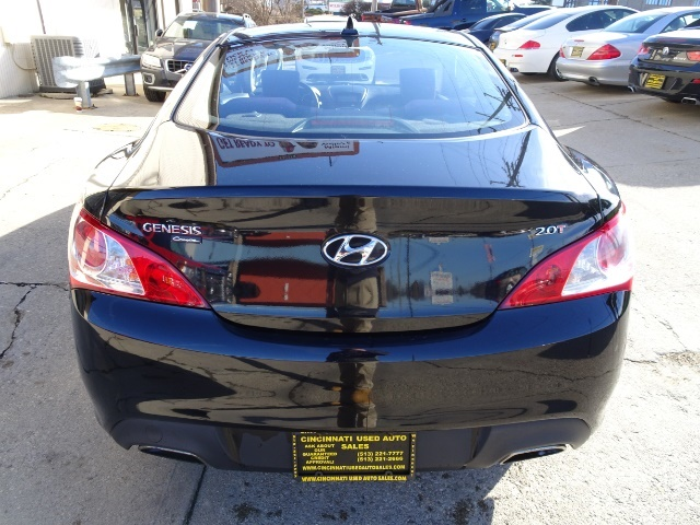 2010 Hyundai Genesis Coupe 2.0T Track - Photo 5 - Cincinnati, OH 45255