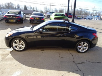 2010 Hyundai Genesis Coupe 2.0T Track - Photo 10 - Cincinnati, OH 45255