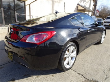 2010 Hyundai Genesis Coupe 2.0T Track - Photo 4 - Cincinnati, OH 45255