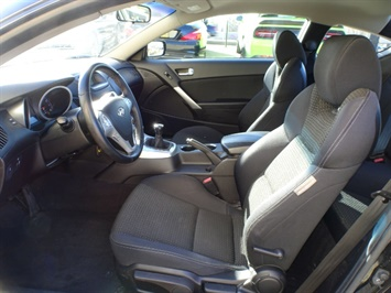 2010 Hyundai Genesis Coupe 2.0T Track - Photo 7 - Cincinnati, OH 45255
