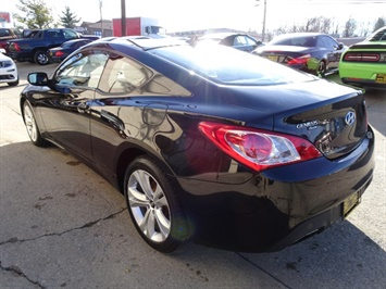 2010 Hyundai Genesis Coupe 2.0T Track - Photo 11 - Cincinnati, OH 45255