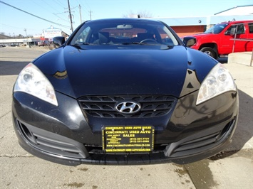 2010 Hyundai Genesis Coupe 2.0T Track - Photo 2 - Cincinnati, OH 45255