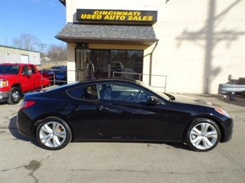 2010 Hyundai Genesis Coupe 2.0T Track - Photo 3 - Cincinnati, OH 45255