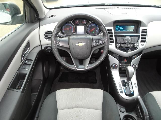 2011 Chevrolet Cruze LS - Photo 6 - Cincinnati, OH 45255