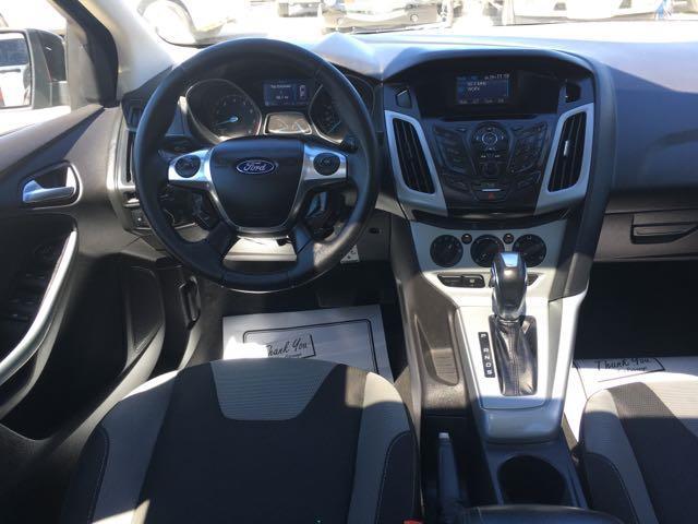 2012 Ford Focus SE - Photo 7 - Cincinnati, OH 45255