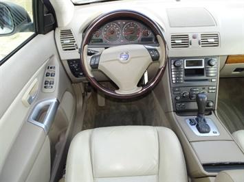 2005 Volvo XC90 2.5T - Photo 6 - Cincinnati, OH 45255