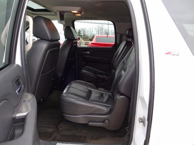 2007 Chevrolet Suburban LTZ 1500 4dr SUV - Photo 8 - Cincinnati, OH 45255