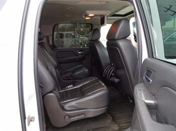 2007 Chevrolet Suburban LTZ 1500 4dr SUV - Photo 13 - Cincinnati, OH 45255