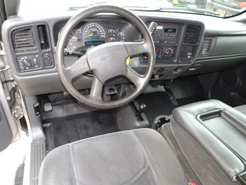 2005 GMC Sierra 3500 SLE 4dr Extended Cab SLE - Photo 6 - Cincinnati, OH 45255