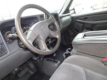 2005 GMC Sierra 3500 SLE 4dr Extended Cab SLE - Photo 13 - Cincinnati, OH 45255