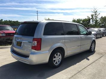 2012 Chrysler Town & Country Touring - Photo 6 - Cincinnati, OH 45255