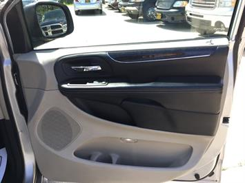 2012 Chrysler Town & Country Touring - Photo 27 - Cincinnati, OH 45255
