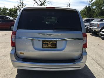 2012 Chrysler Town & Country Touring - Photo 5 - Cincinnati, OH 45255