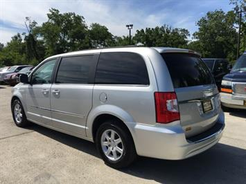 2012 Chrysler Town & Country Touring - Photo 4 - Cincinnati, OH 45255
