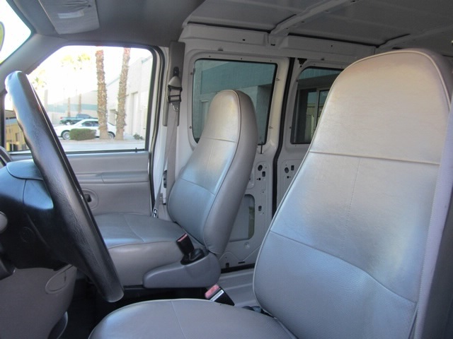 1999 Ford E-Series Van E150 CARGO VAN  V8 - Photo 3 - Las Vegas, NV 89118