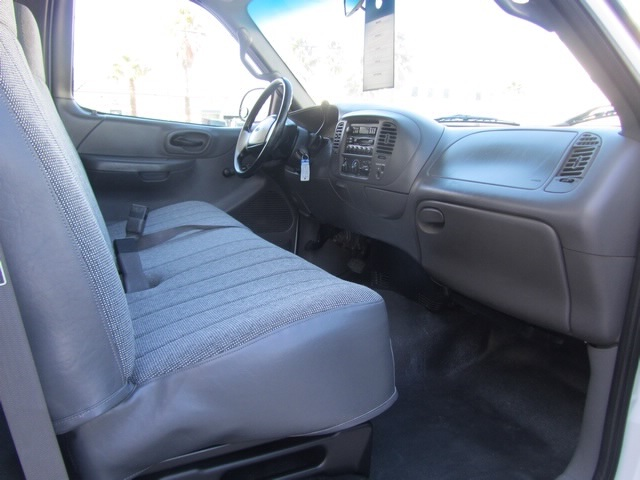 2001 Ford F-150 XL - Photo 20 - Las Vegas, NV 89118