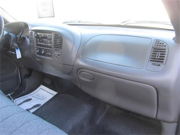 2001 Ford F-150 XL - Photo 23 - Las Vegas, NV 89118