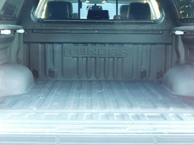 2015 Toyota Tundra PLATINUM / CrewMax / 4WD / FULLY LOADED / 1-OWNER - Photo 27 - Portland, OR 97217
