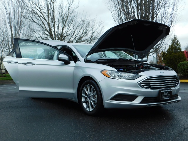 2017 Ford Fusion SE / 4Dr Sedan / Backup Camera / ONLY  10K MILES - Photo 32 - Portland, OR 97217