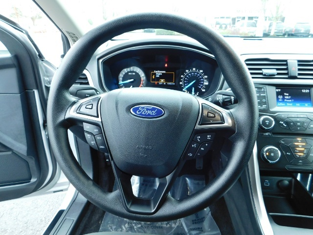 2017 Ford Fusion SE / 4Dr Sedan / Backup Camera / ONLY  10K MILES - Photo 20 - Portland, OR 97217