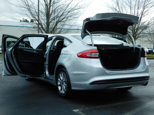 2017 Ford Fusion SE / 4Dr Sedan / Backup Camera / ONLY  10K MILES - Photo 27 - Portland, OR 97217