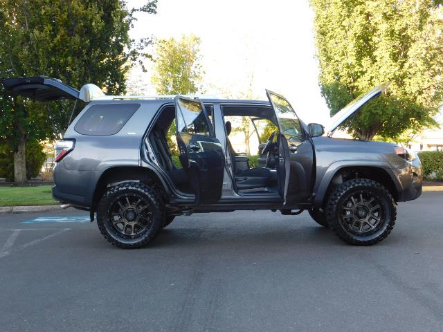 2016 Toyota 4Runner SR5 / 4WD / Sport Utility / LIFTED LIFTED - Photo 30 - Portland, OR 97217