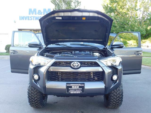 2016 Toyota 4Runner SR5 / 4WD / Sport Utility / LIFTED LIFTED - Photo 32 - Portland, OR 97217