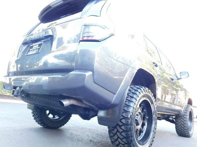2016 Toyota 4Runner SR5 / 4WD / Sport Utility / LIFTED LIFTED - Photo 12 - Portland, OR 97217