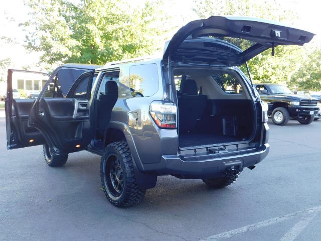 2016 Toyota 4Runner SR5 / 4WD / Sport Utility / LIFTED LIFTED - Photo 27 - Portland, OR 97217