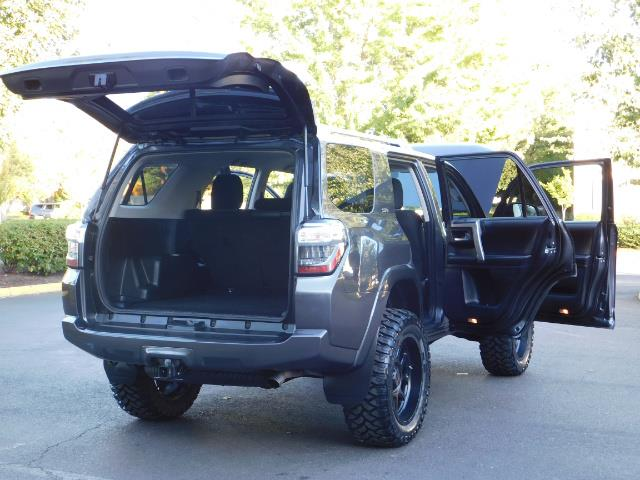 2016 Toyota 4Runner SR5 / 4WD / Sport Utility / LIFTED LIFTED - Photo 29 - Portland, OR 97217